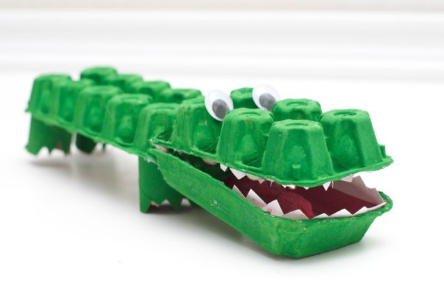 Reuse IT - Egg Carton Alligator