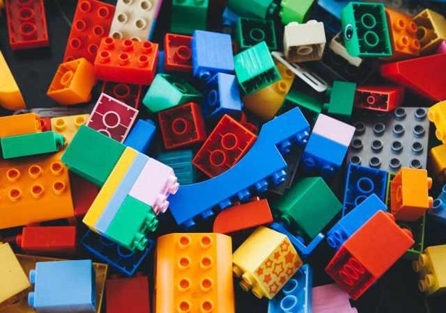 000 1 Plastic toys